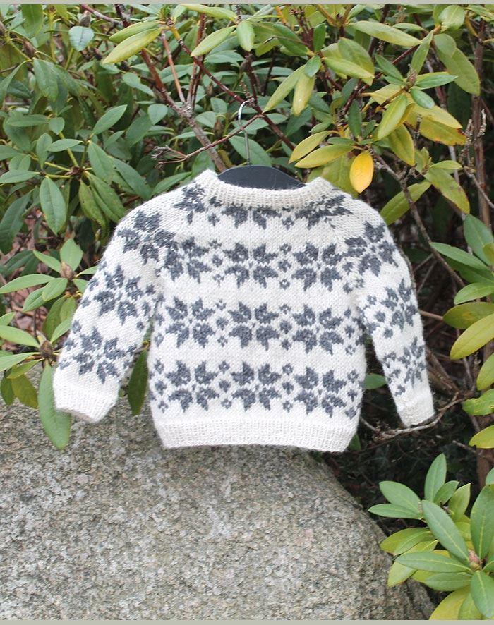 02c9769e Håndstrikket baby sweater med fint stjerne mønster strikket i ren ...